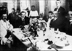 1920'li yıllar...  Cenap Şehabettin, Abdülhak Hamit Tarhan, Süleyman Nazif, Mehmet Akif Ersoy, Cemal Kuntay ve Samipaşazade Sezai ile birlikte.