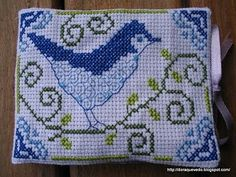 Free cross stitch pattern... would be cute as a Christmas or birthday gift for a sewer? Maybe Grandma...