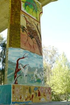 Cowra Bridge Pylons are situated beneath the Lachlan River Bridge and feature aboriginal murals. The murals were painted by local aboriginal artist, Kym Freeman in 1995 and depict the history of the Wiradjuri people who inhabited the Cowra area prior to English settlement.