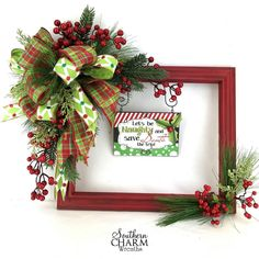 How to Make a Christmas Picture Frame Wreath - Bilderrahmen Christmas Picture Frames, Christmas Frames, Christmas Projects, Holiday Crafts, Christmas Tables, Picture Frame Wreath, Picture Frame Crafts, Decorating Picture Frames, Christmas Swags