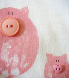 oink - pink buttons ( how cute?) so doing this during farm theme Button Art, Button Crafts, Button Nose, This Little Piggy, Little Pigs, Diy For Kids, Crafts For Kids, Sewing Projects, Projects To Try