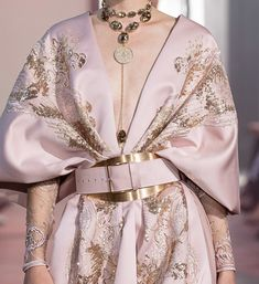 """on """"Elie Saab Fall 2019 Couture details"""" Moda Fashion, High Fashion, Fashion Show, Fashion Looks, Fashion Design, Chanel Couture, Couture Fashion, Runway Fashion, Chanel Chanel"""