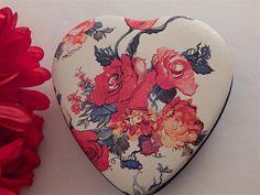Floral Heart Box Metal Storage Container Vintage Potpourri Press Home Decor Gift Box