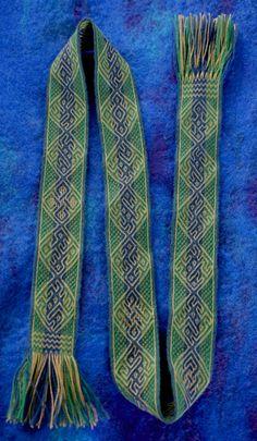 band in vacant-hole tablet weaving. Wool and tencel. Marijke van Epen