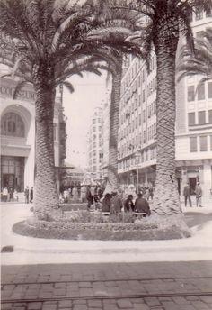 Gran Vía Germanias, enfrente la calle Castellón, años 50.  Se puede ver a la izquierda el desaparecido cine Coliseum.   Foto subida al fo...