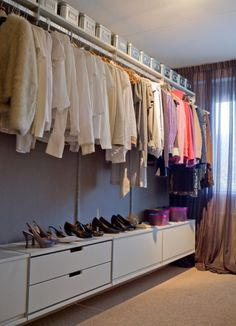 we could do this on the narrow side and shelves on the other side Dressing Room Closet, Bedroom Cupboards, Hallway Storage, Closet Space, Interior Design Inspiration, Home Projects, Interior Architecture, Room Decor, House Design