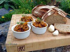 Lehce pálivá, chuťově výrazná směs na topinky. Pokud vás cukety vytlačují ze zahrady, tuto směs můžete i zavařit na zimu. Mashed Potatoes, Tacos, Homemade, Cooking, Breakfast, Ethnic Recipes, Food, Recipes, Whipped Potatoes