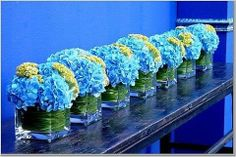 Cute Hydrangea wedding center pieces ideas!