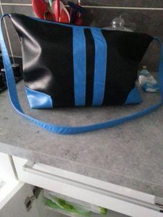Sac besace Alex noir et bleu cousu par Mireille - Patron de couture Sacôtin
