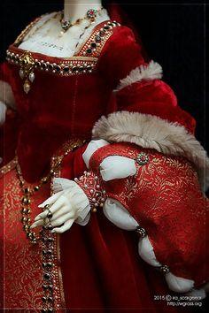 Costume is by VityaZB, made after a famous portrait. Tudor Costumes, Period Costumes, Renaissance Era, Renaissance Clothing, Women's Fashion Dresses, Fashion Dolls, Tudor Dress, Tudor Fashion, Famous Portraits