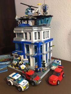 Lego City Train custom Modular Police Station MOC like 10185 10182 10230 7498 Lego Police Car, Lego City Police Station, Lego Beach, Lego City Train, Lego Modular, Lego Room, Lego Worlds, Lego Architecture, Lego Design