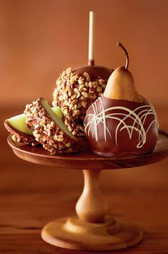 Send chocolate covered strawberries & chocolate dipped fruit from Harry & David. Order delicious chocolate covered fruit like strawberries, apples & more! Chocolate Apples, Chocolate Strawberries, Chocolate Treats, Chocolate Covered Strawberries, Delicious Chocolate, Caramel Apples, Fruit Recipes, Dessert Recipes, Chocolate Delight