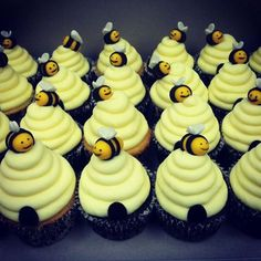 New baby shower cupcakes neutral easy 19 Ideas Baby Shower Cupcakes, Shower Cakes, Cupcakes Flores, Bumble Bee Birthday, Cupcake Cakes, Cake Decorating, Sweet, Beehive Cupcakes, Bumble Bee Cupcakes