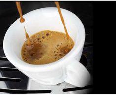 A quest'ora ci serve proprio un bel caffè...Vi aspettiamo al Pikkio Bar per darvi la carica ed affrontare questo lunedì piovoso.    Buongiorno e buon inizio di settimana a tutti