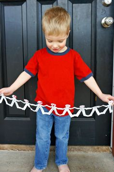 Make a family kindness valentine to send to relatives! A giant HUG CHAIN! What a darling idea.