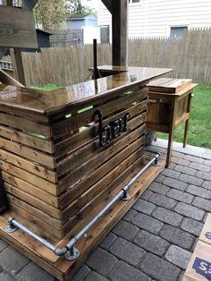 Outdoor Pallet Bar, Wood Pallet Bar, Outdoor Patio Bar, Outdoor Kitchen Bars, Backyard Bar, Wood Pallets, Outdoor Bars, Outdoor Kitchens, Bar With Pallets