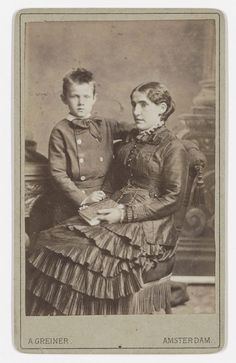 Kee Vos met zoon Jan fotograaf: Greiner, Albert 1879