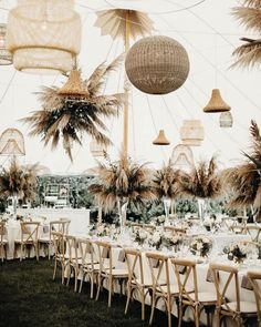 Loving this eclectic mix of rattan lampshades and pampas grass 🌾⠀ ⠀ Photography | @henryandmac⠀ Venue | @weekapauginn⠀ Florals |…