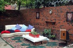 Upcycled and Recycled into Outdoor Living Room on http://www.urbangardensweb.com