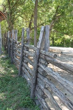 Post and rail fence. With this type of fence, posts do not need to be implanted into ground. Sinching top and bottom (above and below horizontals) w/paracord or zipties, provides stability and rigidity. Log Fence, Rustic Fence, Rail Fence, Garden Fencing, Garden Landscaping, Stock Fencing, Outdoor Projects, Garden Projects, Craft Projects