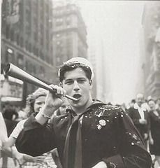 Sailor celebrates end of world war second in New York City