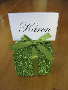 cute ideas for place cards or food/drink descriptions  Wendy Schultz via Julia Green onto Christmas Decor.
