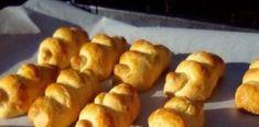 Από τα πιο εύκολα και γευστικά μπισκοτάκια-κουλουράκια που έχετε ποτέ φτιάξει Pastry Cake, Pretzel Bites, Bread, Food, Patisserie Cake, Essen, Breads, Baking, Buns