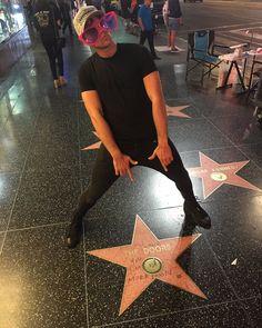 Hollywood boulevard VS Ashton Irwin