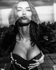 What a BTS picture looks like xoxo @tonyellisnyc @sooparkmakeup @toddfashion #behindthescenes #blacknwhite #boobs #kisses #boobiesout