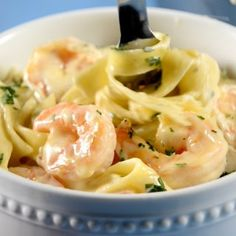 Prepare this dish for Lent or for any weekend, delicious Pasta Alfredo with shrimp. The creamy texture of the sauce is incomparable.