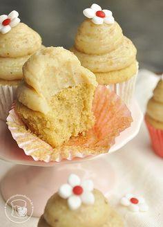 Mini cupcakes de açúcar mascavo com brigadeiro de nozes #brigadeiro _mini_cupcakes_acucar_mascavo_brigadeiro_ nozes3