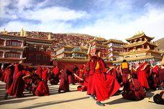 チベット仏教の秘境・ラルンガルゴンパ ~観光化との相克の中で~ : SUNSARA   空と大地の旅