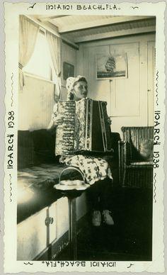 """Foto mit dem Titel """"Girl With Accordion"""" von anyjazz65 via Flickr. Es wurde in Miami Beach 1938 aufgenommen. Stichworte"""