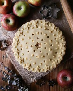 Starry starry apple pie with composed pie crust of cutouts and layered star trimmings Fancy Desserts, Just Desserts, Delicious Desserts, Yummy Food, Pie Dessert, Dessert Recipes, Beautiful Pie Crusts, Pie Crust Designs, Pie Decoration