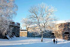 Linnoitusten tunnelma viehättää myös lumisena aikana.
