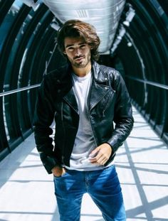 Men's Leather Jackets: How To Choose The One For You. A leather coat is a must for each guy's closet and is likewise an excellent method to express his individual design. Leather jackets never head out of styl Leather Fashion, Leather Men, Mens Fashion, Leather Jackets, Fashion Wear, Style Fashion, Fashion Tips, Mode Masculine, Trending Hairstyles For Men