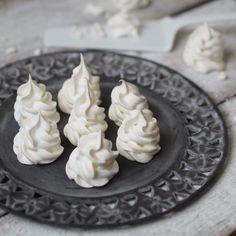 Sněhové pusinky   Na skok v kuchyni Pavlova, Kitchenaid, Feta, Pudding, Cheese, Cake, Desserts, Advent, Tailgate Desserts
