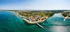 Die familien- und hundefreundliche Ferienanlage in Kroatien mit Campingplatz, Glamping, Appartements, Mobilhomes direkt am Meer mit Hundestrand, Hund-Dusche...  #camping #glamping #dalmatien #urlaubmithund #hundeurlaub #hundefreundlich #dogswelcome #petfriendly #ferien #ferienmithund #hunde #nin #zaton #croatia #sommer #zelte #holidayresort #resorts #campingplatz #campingurlaub #appartements #ferienwohnungen #ferienhaus #hotels #dogswelcome #hundeerlaubt #hundestrand #luxuszelte…