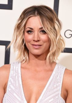 How Kaley Cuoco Bypassed the Awkward Stages in Growing Out Her Hair Kaley Cuoco Hair Evolution See H Growing Out Short Hair Styles, Growing Out Hair, Grow Hair, Hairstyles For Round Faces, Short Hairstyles For Women, Cool Hairstyles, Bob Hairstyles How To Style, Celebrity Hairstyles, Celebrity Bobs
