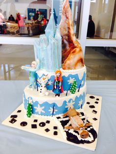 Disney Frozen cake! love the way the mountain is (close to movie).