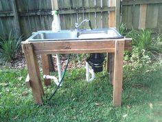 old kitchen sink + sawhorses = outdoor sink