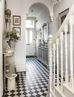 Treasure trove - monochrome tiles bring the victorian hallway to life house Victorian Townhouse, Victorian Interiors, Victorian Homes, Victorian Front Garden, Victorian Terrace Interior, Victorian Kitchen, Hall Tiles, Tiled Hallway, Modern Hallway