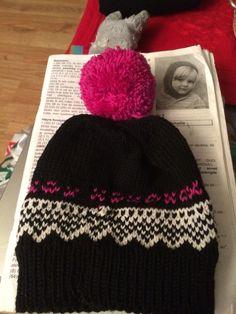 Lue i merino ull Knitted Hats, Knitting, Fashion, Knit Hats, Moda, Tricot, La Mode, Knit Caps, Breien