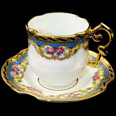 Artisanal Limoges Gold Cup and Saucer Made in France. Vintage Tea Parties, Tea Sets Vintage, Vintage Cups, Cup And Saucer Crafts, Cup And Saucer Set, Tea Cup Saucer, Cup Maker, Tea And Crumpets, Antique Tea Cups