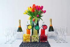 ミモザバーとは、パーティーなどでゲストがお好みで飲み物を作れるドリンクバーのことです。 シャンパン・ジュース・フルーツをお好みで混ぜて楽しむことができるこのミモザバーは、意外に簡単に準備ができちゃいます。