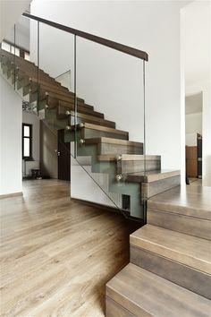 Fotogalerie: I točité schodiště si může dopřát zajímavé a bezpečné zábradlí.