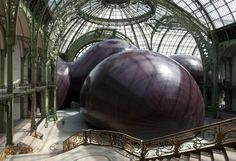 Leviathan, the latest work of Indian born British artist Anish Kapoor, dominates the Grand Palais on May Visitors can explore the tall inflated sculpture inside and out until the exhibit closes June Art Sculpture, Abstract Sculpture, Sculptures, Anish Kapoor, Contemporary Artists, Modern Art, Art Public, Instalation Art, Anselm Kiefer