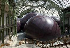 """2011 – ANISH KAPOOR – ROYAUME-UNI - LEVIATHAN - Composée de quatre espaces de forme sphérique, """"Leviathan"""" est une sculpture monumentale de 72 000 mètres cubes. JACQUES DEMARTHON / AFP"""