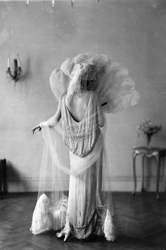 Madeleine Vionnet in a Norman Hartnell dress, c. vintage everyday: Beautiful Fashion of the Norman Hartnell, Vintage Glamour, Vintage Beauty, 1920s Glamour, 1920s Outfits, Vintage Outfits, Vintage Fashion, Retro Fashion, Estilo Gatsby