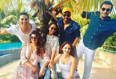 #HrithikRoshan had a fun day with #AkshayKumar & Ex-Wife #SussanneKhan. Click for their pictures! #TwinkleKhanna #Couple #Relationships #RelationshipGoals #Sunday #Fun #Friends #Bollywood
